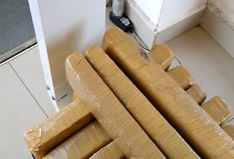 Homem é preso com 22kg de maconha na Rodoviária de Dourados