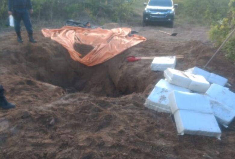 Polícia encontra 400kg de maconha enterrados em fazenda; duas pessoas foram presas