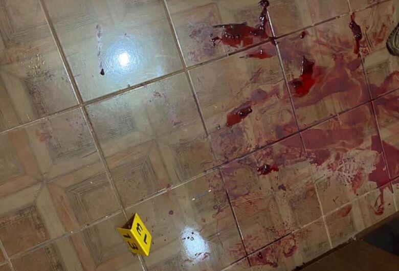 Homem mata novo namorado de ex-mulher a golpes de faca