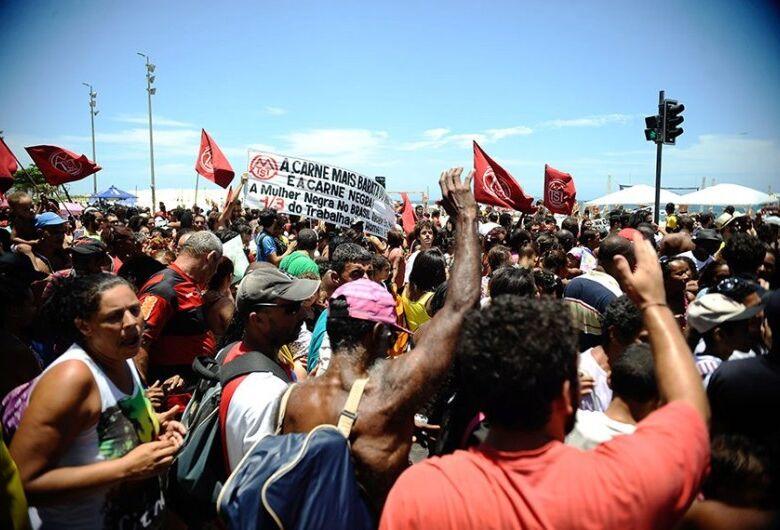Senadores definem como 'barbárie' e 'brutalidade' morte de negro no RS