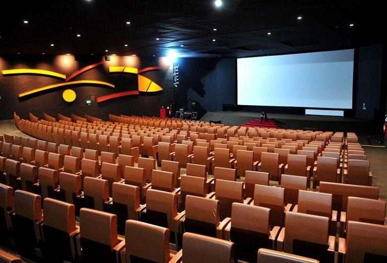 Projeto garante mais acessibilidade para pessoas surdas em salas de cinema