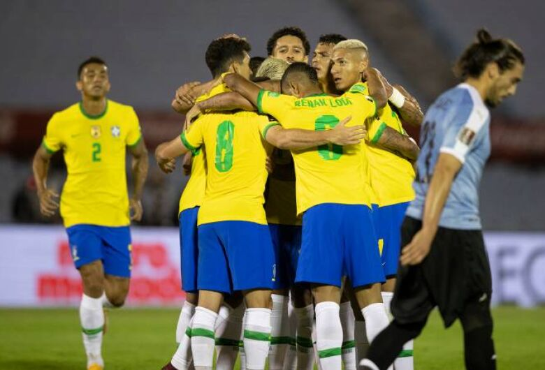 Brasil vence Uruguai em Montevidéu e mantém invencibilidade nas Eliminatórias