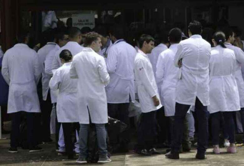 Enfermeiros farão paralisação nesta segunda por falta de pagamentos e EPIs