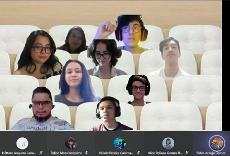 Alunos de Dourados elaboram projeto sobre democracia e eleições