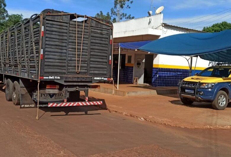 """Polícia localiza """"mocó"""" em caminhão e apreende quase 300 kg de drogas"""