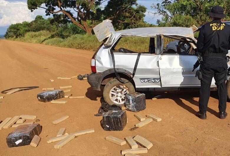 Veículo capotado com mais de meia tonelada de maconha é apreendido pelo DOF