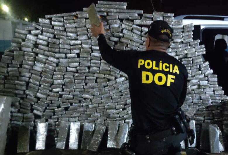 Veículo roubado e carregado com mais de 700 quilos de maconha foi recuperado pelo DOF