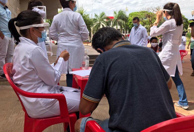 Saúde de Dourados realiza testes de Aids/HIV na praça Antônio João