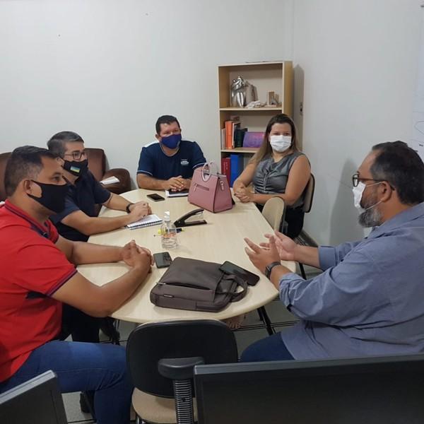Vereadores Daniela Hall, Marcio Pudim, Olavo Sul e Fábio Luis com o secretário de Saúde Frederico Weissinger - Crédito: Assessoria