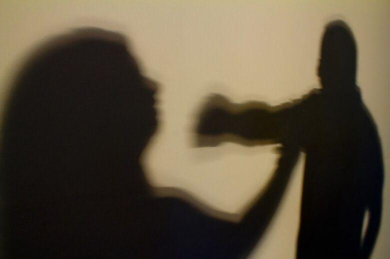 Homem é preso por agredir ex-mulher, fazer ameaças e descumprir medidas protetivas - Crédito: Agência Brasil