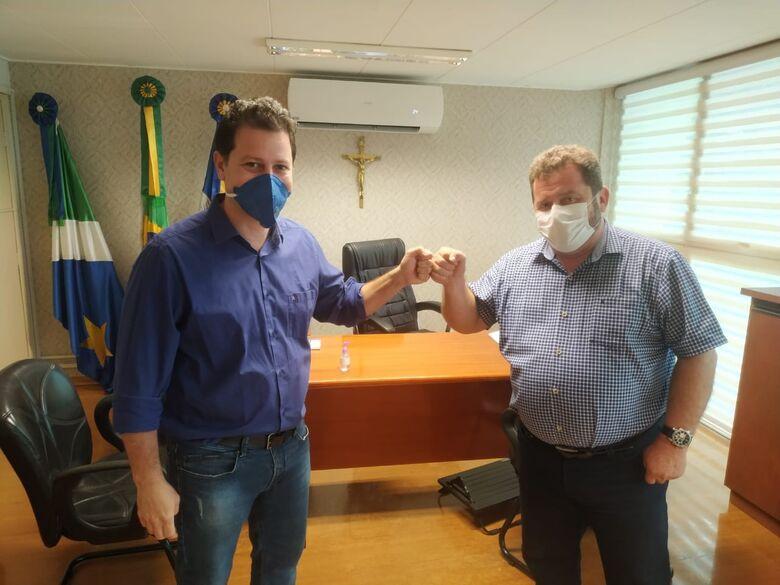Presidente do Legislativo recebe visita do deputado Renato Câmara -