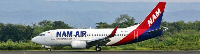 Boeing 737-500 da NAM Air, companhia subsidiária da Sriwijaya Air. Modelo fotografado é o mesmo do que desapareceu dos radares neste sábado (9) - Crédito: Reprodução/Sriwijaya Air