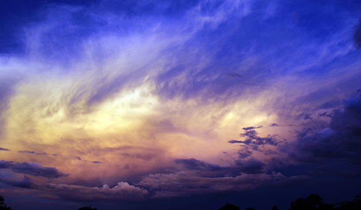 Final de semana será de tempo nublado com pancadas de chuva -
