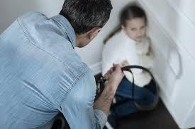 Castigo físico não ensina e causa danos na saúde mental das crianças, diz psicólogo - Crédito: Reprodução