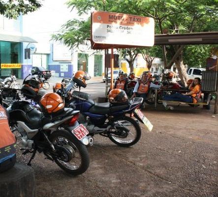 Mototaxistas são convocados para evitar cassação de alvará - Crédito: Arquivo