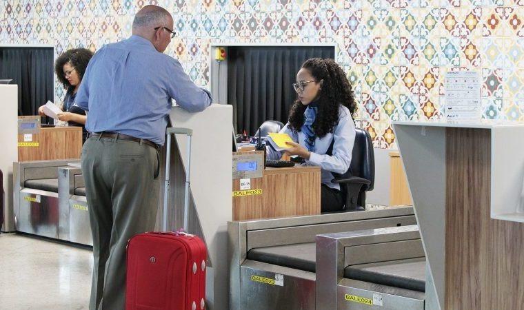 Projeto altera responsabilidade da agência de turismo por voo e hotel - Crédito: Agência Câmara de Notícias