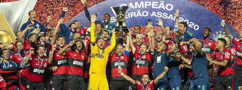 Flamengo perde para São Paulo, mas garante bi do Brasileirão -