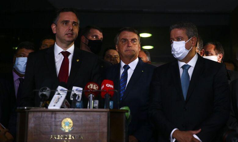 Bolsonaro entrega medida provisória para privatização da Eletrobras - Crédito: Marcelo Camargo/Agência Brasil