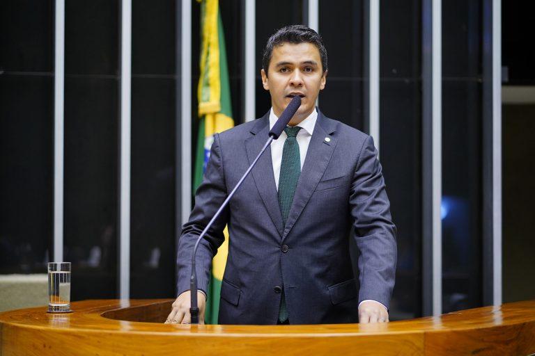 Projeto duplica pena para tortura cometida contra crianças e gestantes - Crédito: Pablo Valadares/Câmara dos Deputados