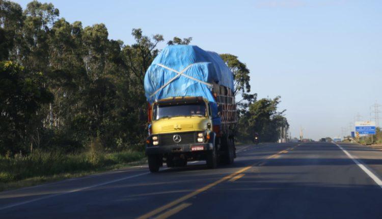Após Bolsonaro zerar imposto, caminhoneiros de MS pedem que Reinaldo baixe ICMS - Crédito: Marcos Ermínio / Midiamax