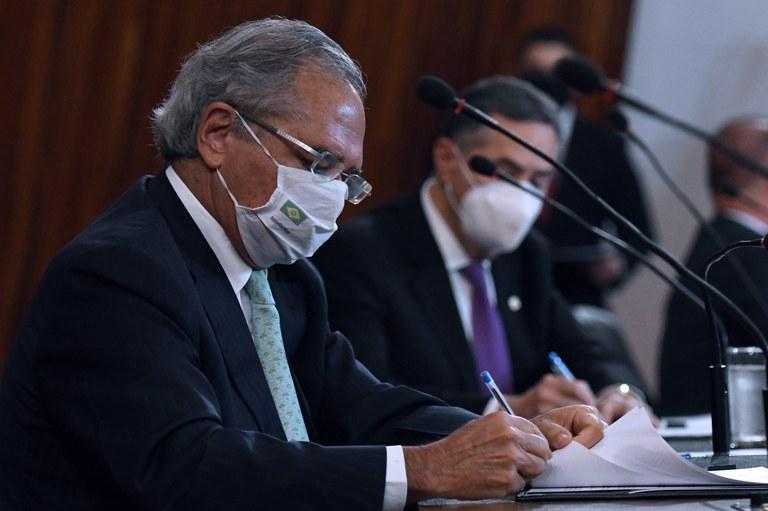 Ministro da Economia assina o acordo de Cooperação Técnica para implementar a Identificação Civil Nacional - Crédito: Edu Andrade/ME