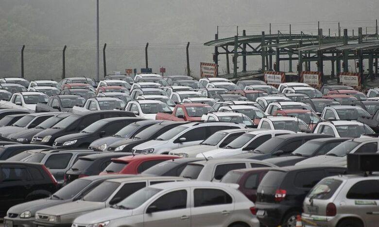 Emplacamento de automóveis e de veículos leves tem queda de 17,85% - Crédito: Divulgação