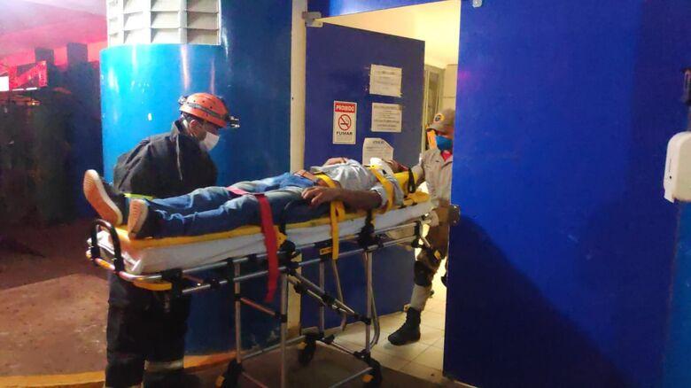 Morador de Dourados fica em estado grave após carro pegar fogo na MS-156 - Crédito: Adilson Domingos