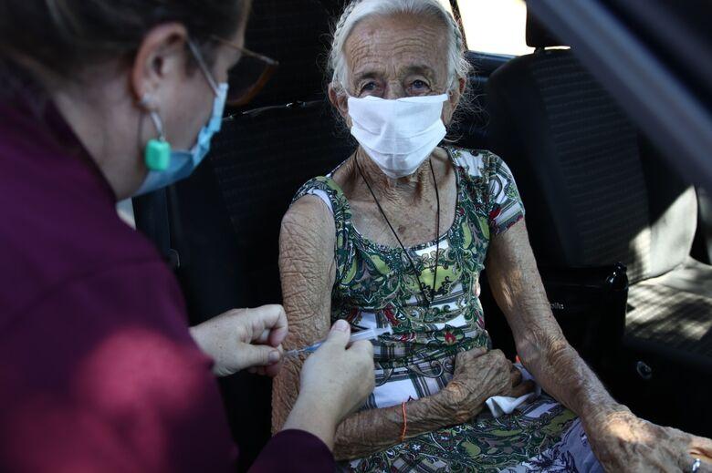 Idosos com 84, 85 e 86 anos serão vacinados amanhã -