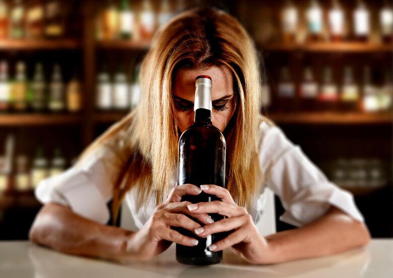 Atualmente muitas mulheres buscam viver um dia de cada vez na luta contra o álcool - Crédito: Divulgação