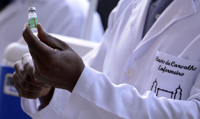 Doses produzidas e entregues pela Fiocruz somam 10,8 milhões -