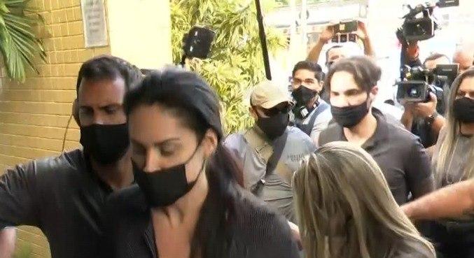 Mãe do garoto, Monique Medeiros, e padrasto, vereador Dr. Jairinho, presos no Rio -
