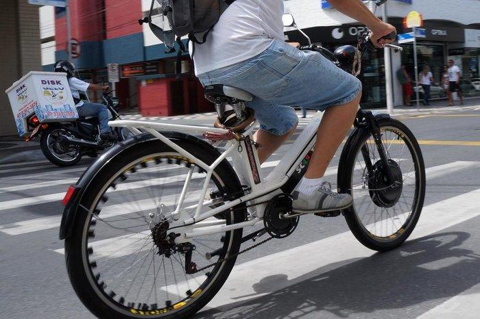 Nova lei de trânsito e ciclomotores: quais são as regras para transitar em vias urbanas - Crédito: Agencia RBS