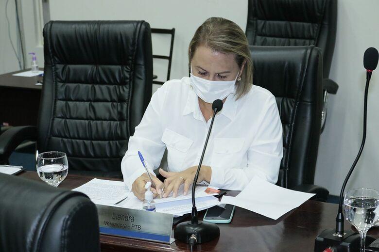 Após pressão, vereadora Liandra abre mão de relatoria da CPI da Covid - Crédito: CMD