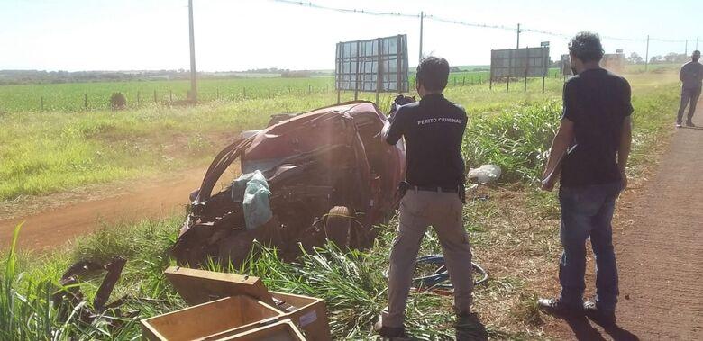 Condutor de veículo que bateu contra carreta morre no hospital - Crédito: Cido Costa