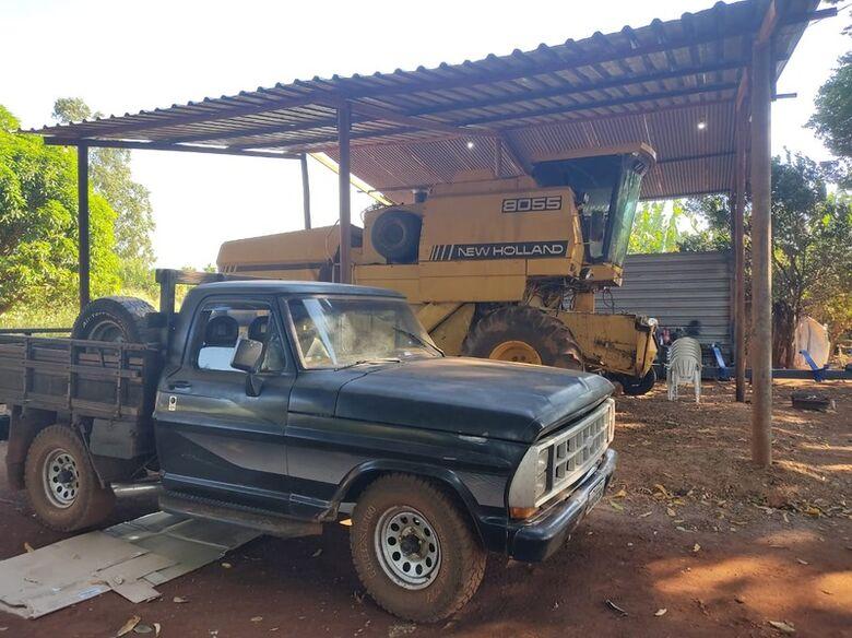 Defron recupera camionete e apreende máquinas e implementos agrícolas - Crédito: Divulgação