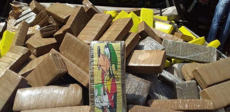 Defron 'estoura' depósito de drogas em Dourados; morador é preso - Crédito: Cido Costa