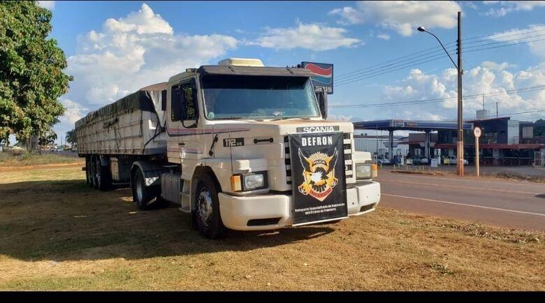 Defron apreende carreta utilizada para o transporte de drogas -