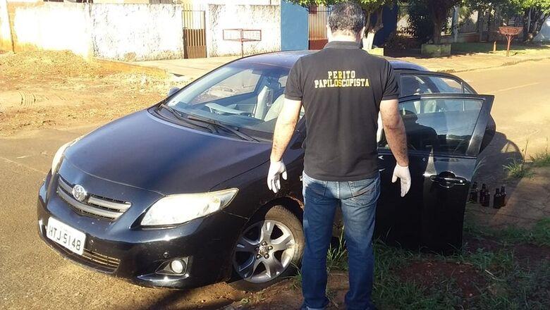 Assaltantes ameaçam mulher com arma e roubam carro, mas abandonam veículo - Crédito: Cido Costa