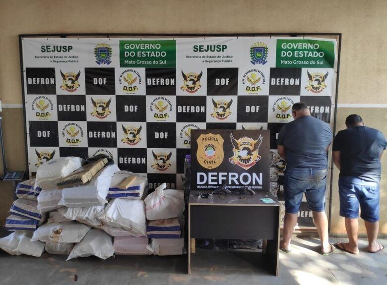 Defron prende dois com armas de fogo e 822 kg de maconha - Crédito: Divulgação/ DEFRON