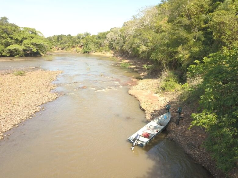 Polícia ambiental fiscaliza 68 pescadores no rio Miranda e apreende petrechos ilegais - Crédito: Divulgação