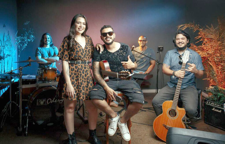 Os artistas douradenses, principalmente músicos, perceberam a necessidade de uma nova forma de chegarem ao público e também adotaram as lives - Crédito: Divulgação