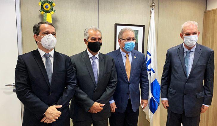 Em Brasília, governador cobra reforço de vacinas para fronteira e mais kit intubação -
