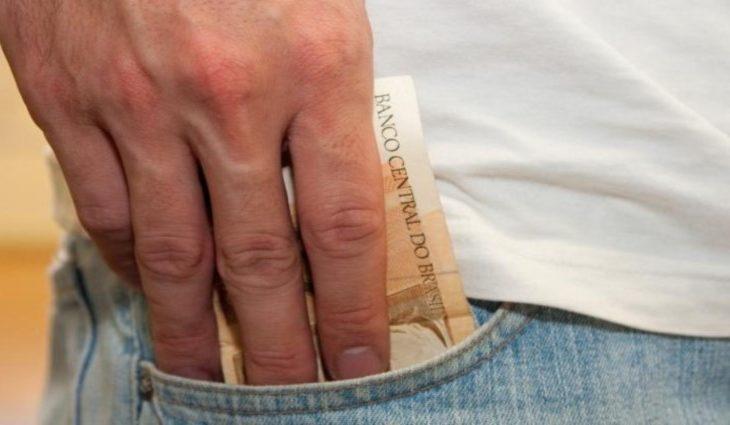 Governo deposita salários dos servidores estaduais nesta sexta-feira -