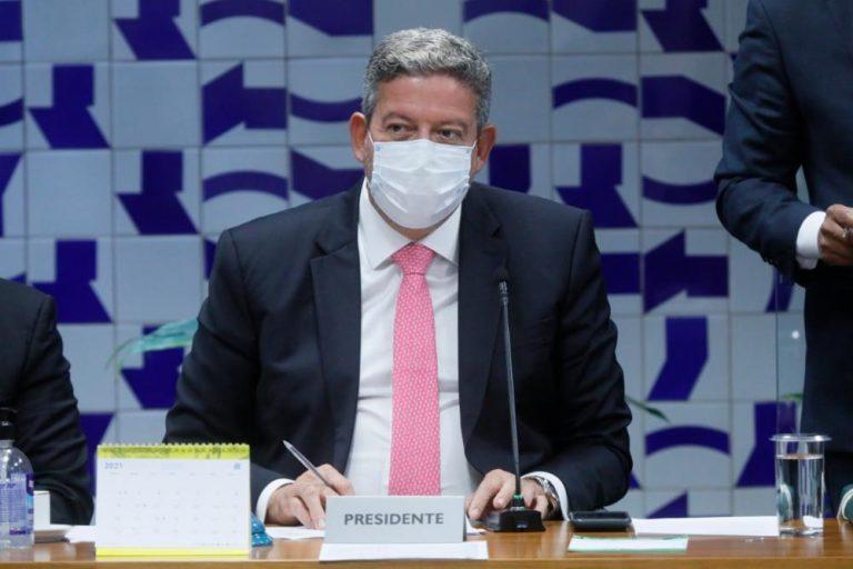 Lira nega que Bolsonaro vá viajar para não sancionar o Orçamento deste ano - Crédito: Agência Câmara de Notícias
