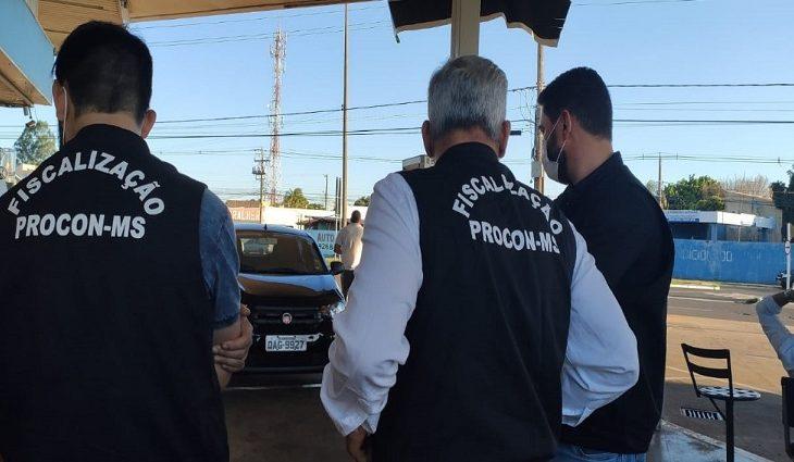 Procon Estadual autua posto de combustível por obter vantagem excessiva na venda -