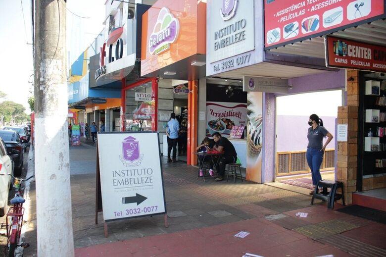 Prefeitura autoriza comerciantes a usarem calçadas para exposição de produtos -