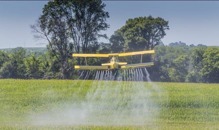 Comissão aprova projeto que permite usar aviação agrícola no combate a incêndio florestal -