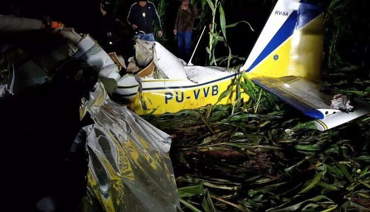 Avião caiu em um milharal, em São Gabriel do Oeste - Crédito: Sidney Assis