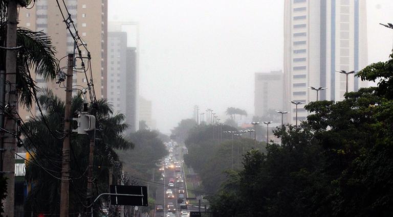 Neblina registrada na quinta-feira em Campo Grande e diversos municípios do Estado - Crédito: Chico Ribeiro