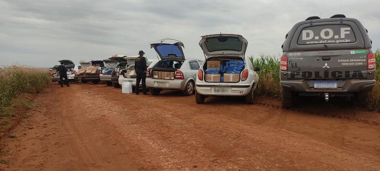 DOF apreende comboio de nove carros com mercadorias contrabandeadas - Crédito: DOF